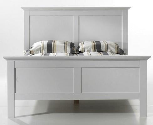 Paris seng i en flot hvid farve.