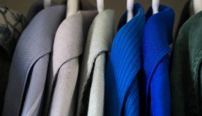 Tøj i klædeskab