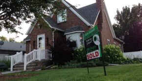 Hus der er solgt